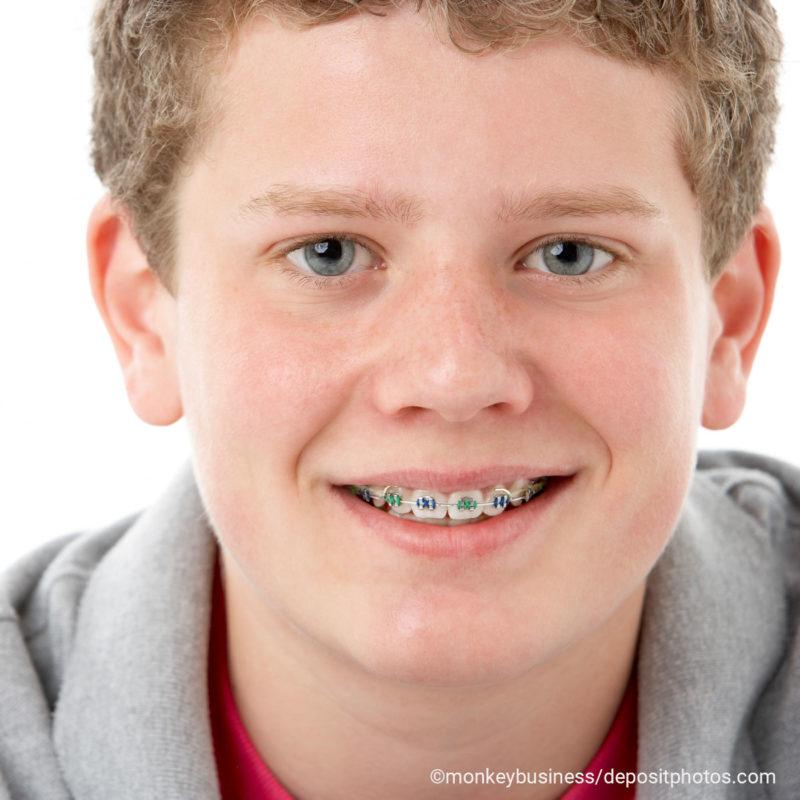 Brackets Jugendliche Junge